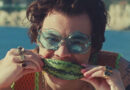 Harry Styles lança clipe de 'Watermelon Sugar'